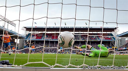 1-0 av AIK 19 Ibrahim Bangura bakom Halmstad målvakt 1 Karl-Johan Johnsson