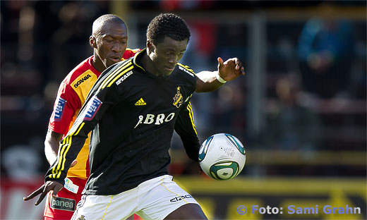 AIK 22 Kwame Amponsah Karikari med bollen