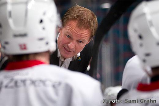 SSK tränare Anders Sörensen manar på sina mannar
