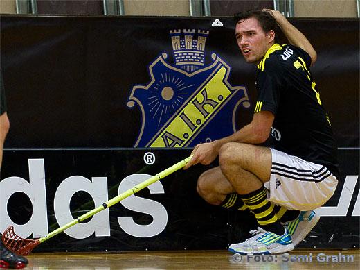 En AIK-spelare ser lite uppgiven. Strax efteråt vinner AIK i förlängningen.