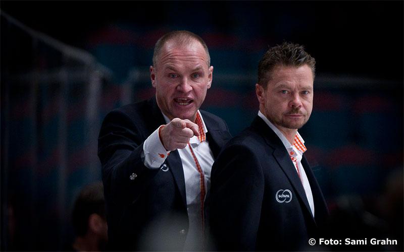 Växjö Lakers tränare Janne Karlsson assisterad av Fredrik Hellgren