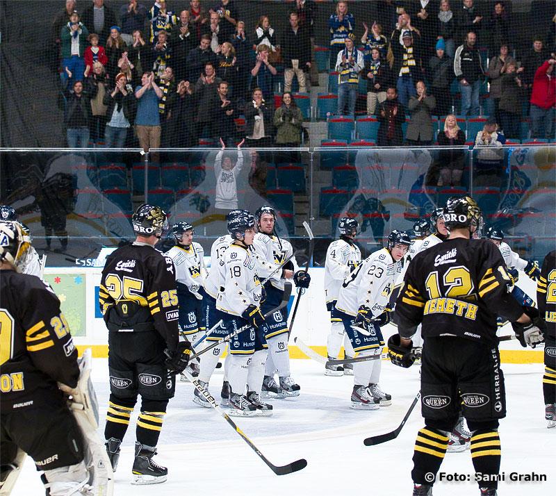 AIK deppar när HV71 tackar publiken för stödet