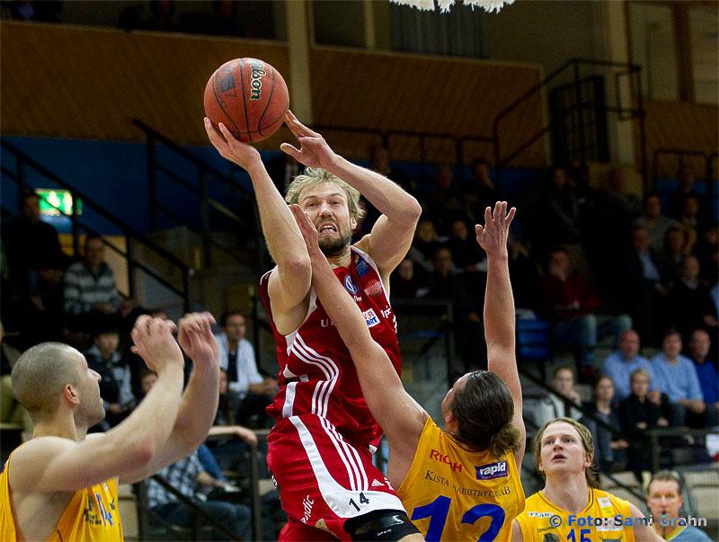 Uppsala Basket 14 Stefan Grundberg hoppar högst