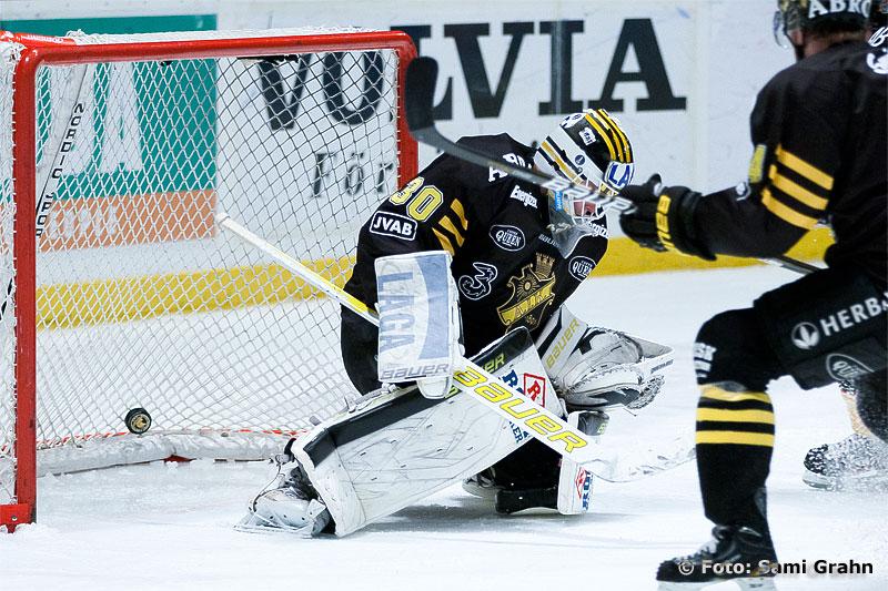 AIK 30 Viktor Fasth släpper in matchens andra mål, kvitterat