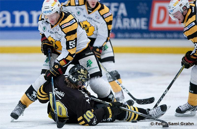 Skellefteå 55 Jan-Axel Alavaara trycker ned AIK 10 Richard Gynge