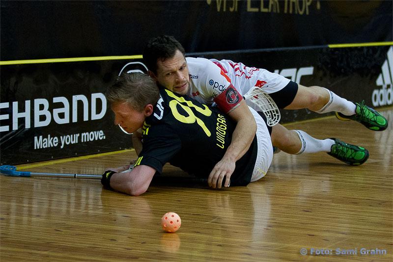 Pixbo 51 Daniel Calebsson kör över AIK 90 Kevin Lundgren