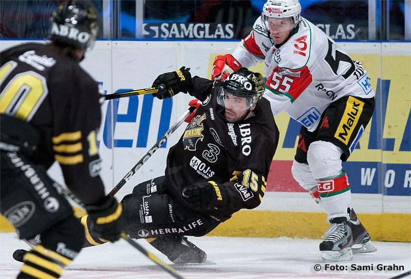 AIK 15 Rastislav Pavlikovsky dras ned av Modo 55 Ole-Kristian Tollefsen