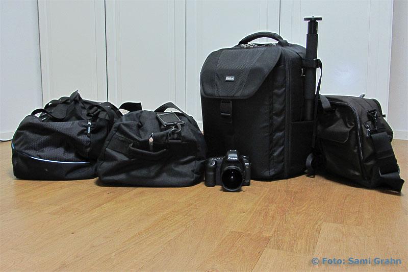 Fyra fullpackade väskor