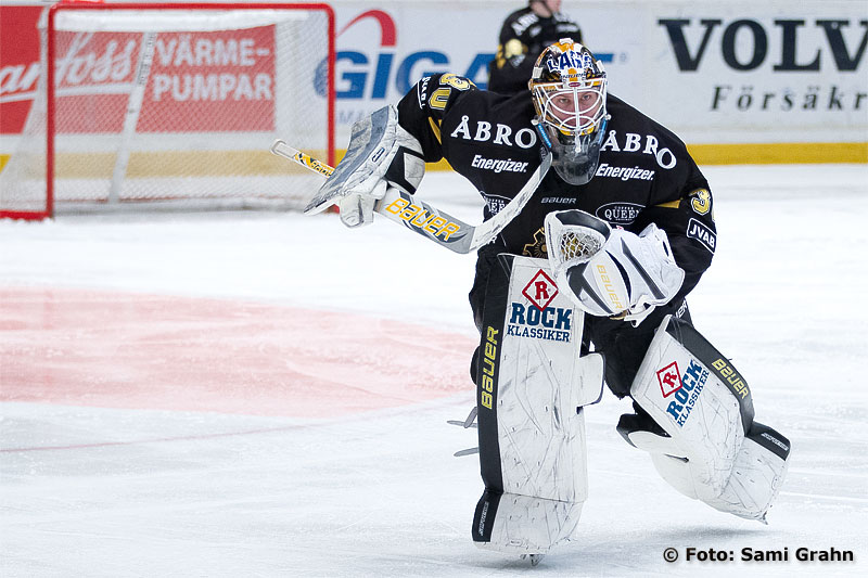 AIK målvakt 30 Viktor Fasth lämnar kassen