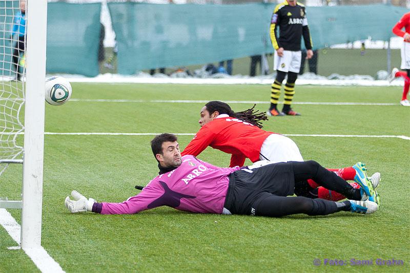 Mål av Kalmar 19 Jonathan McDonald bakom AIK 13 Kyriakos Stamatopoulos