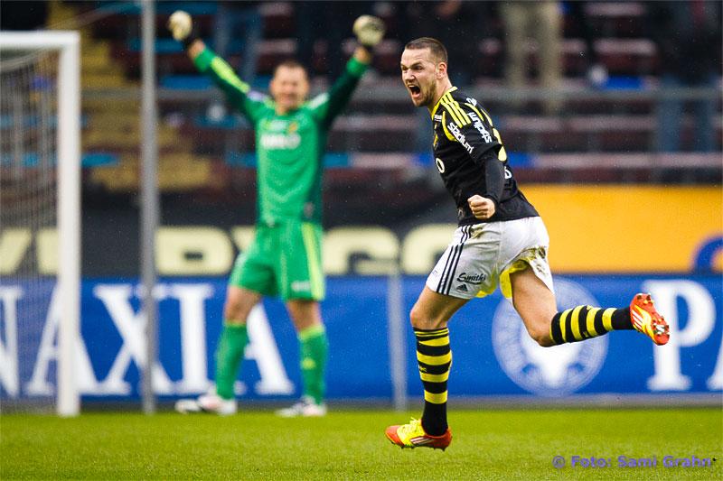 AIK 27 Ivan Turina jublar ikapp med målskytten 6 Alexander Milosevic