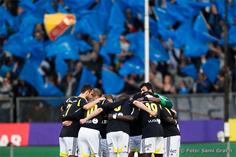 AIK laddar upp framför Djurgårdsklacken inför derbyt