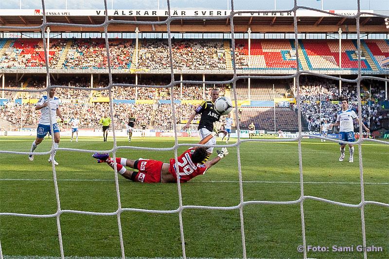 Mål av AIK 24 Daniel Gustavsson bakom Norrköping 29 Abbas Hassan