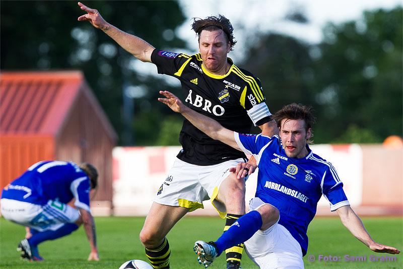 AIK 4 Nils-Erik Johansson och Sundsvall 7 Daniel Sliper