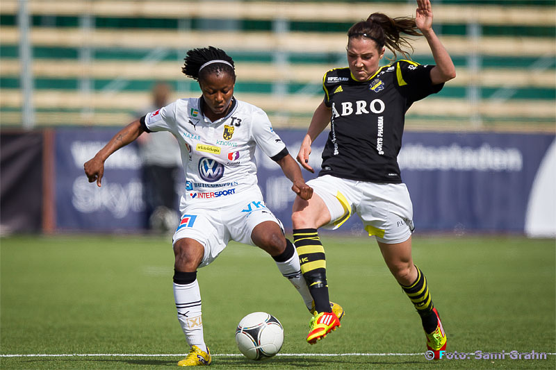Umeå 14 Ogonna Chukwudi och AIK 18 Clara Markstedt