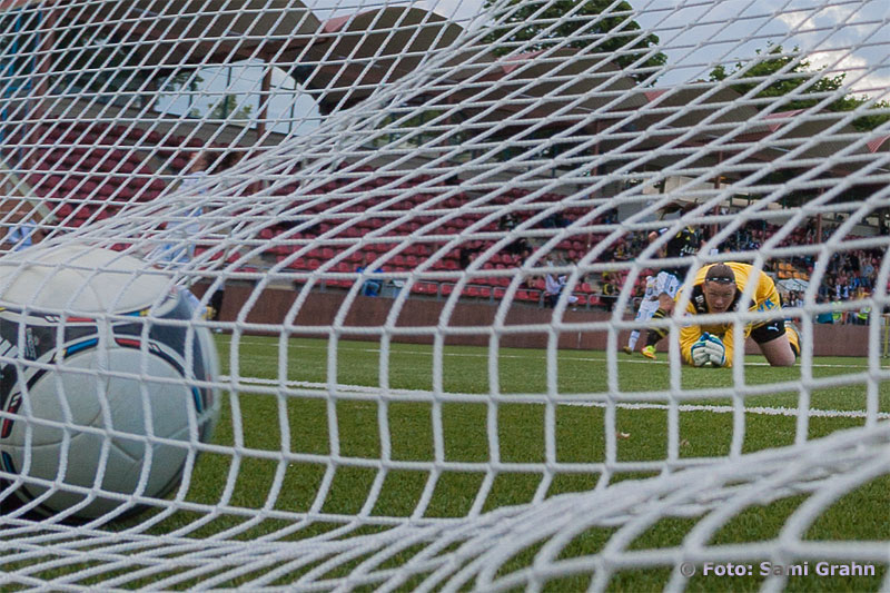 Kvitterat 2-2 av AIK 18 Clara Markstedt bakom Umeå målvakt 1 Caroline Jönsson