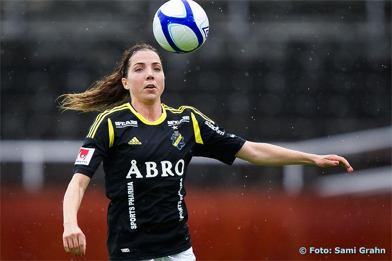 AIK 18 Clara Markstedt med bollkontroll