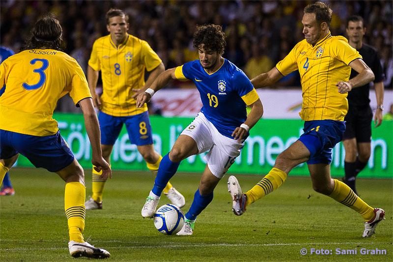Brasilien 19 Alexandre Pato och Sverige 3 Jonas Olsson, 8 Anders Svensson, 4 Andreas Granqvist