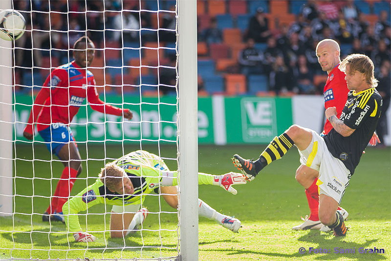 AIK 16 Martin Lorentzson kvitterar till 1-1 bakom Helsingborg 30 Pär Hansson