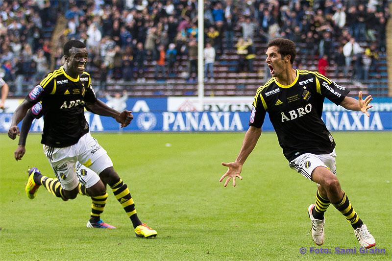 AIK 10 Celso Borges jublar efter 2-1-målet