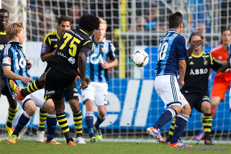 AIK 75 Mohamed Bangura skruvar in 0-2-målet