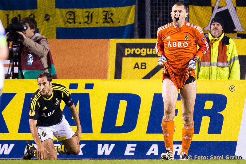 AIK 2 Niklas Backman gjorde ett misstag, och målvakten 27 Ivan Turina var arg