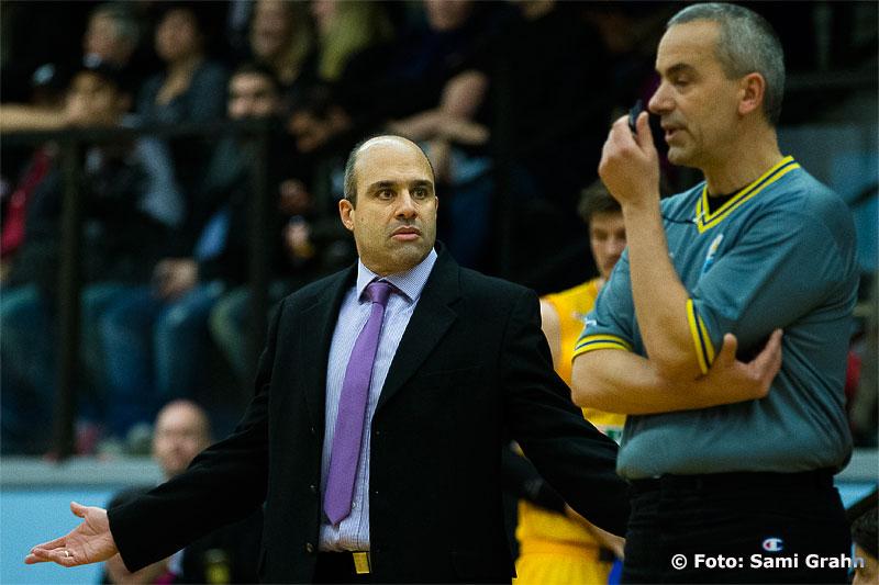 Solnas grekiske coach Aristeidis Lykogiannis förstår inte domarens samtliga beslut