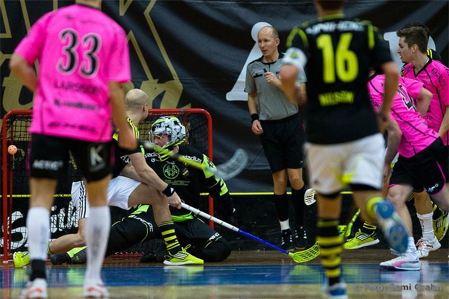 Faluns 9:e mål görs av nr 40 Johannes Skog