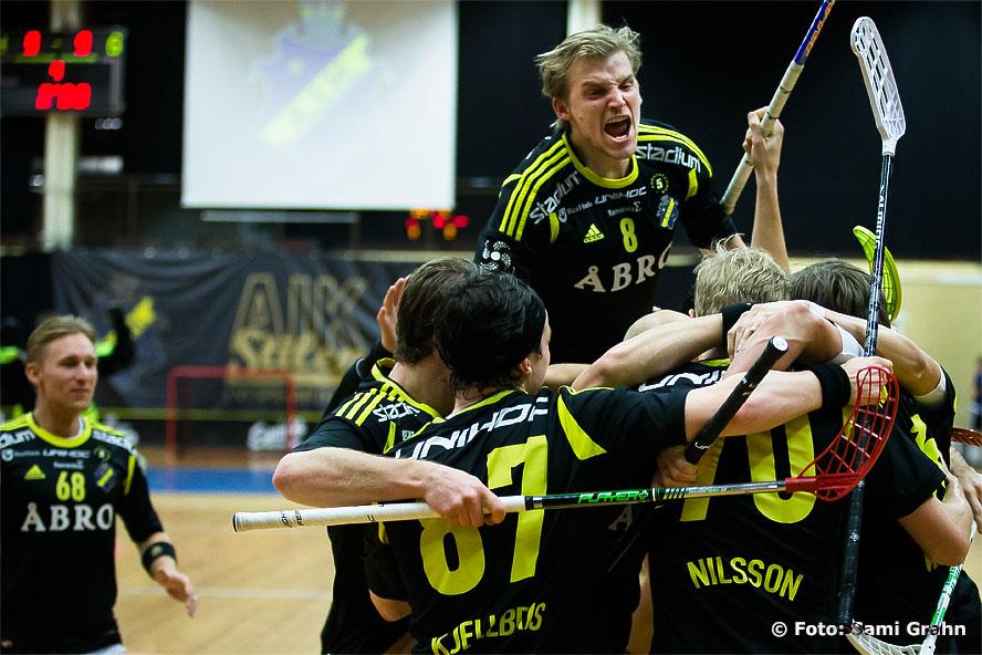 Matchavgörande 10-9 görs av AIK 16 Karl-Johan Nilsson i förlängningen