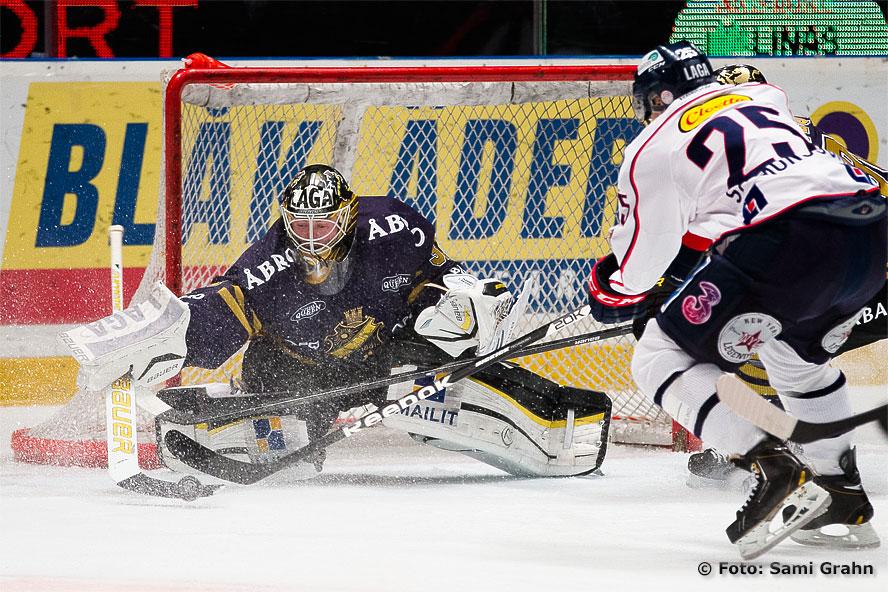 Linköping 25 Johannes Salmonsson utmanar AIK 31 Daniel Larsson