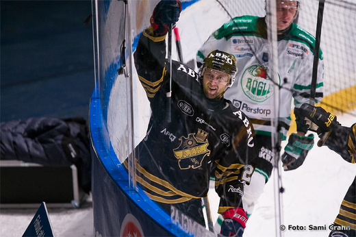 AIK 20 Kristian Huselius r glad efter sitt ml
