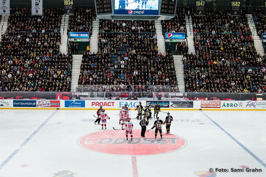 Nästan fullsatt på fredagshockey