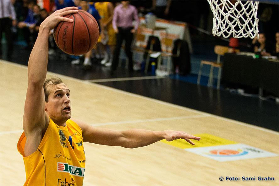 Solna 4 Jim Nyström hänger 2 poäng