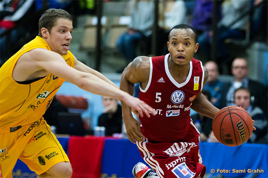Solna 8 Roope Ahonen jagar Uppsala 5 Thomas Jackson