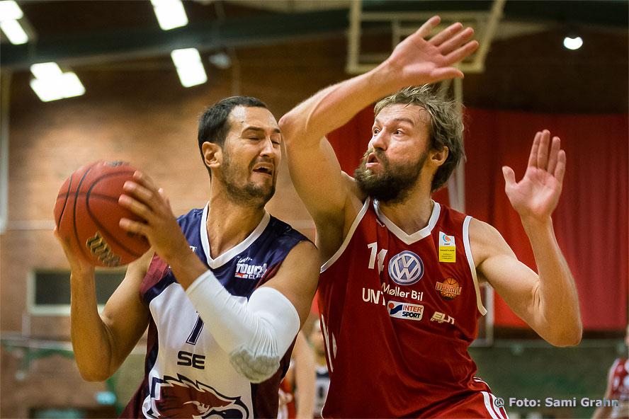 Eagles Marko Latinovic , Uppsala Stefan Grundberg