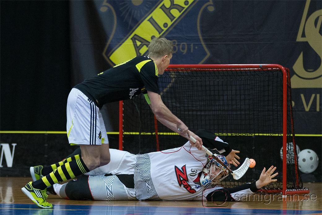 AIK 70 Kim Nilsson sätter en straff bakom Helsingborg 60 Jonathan Paulsson