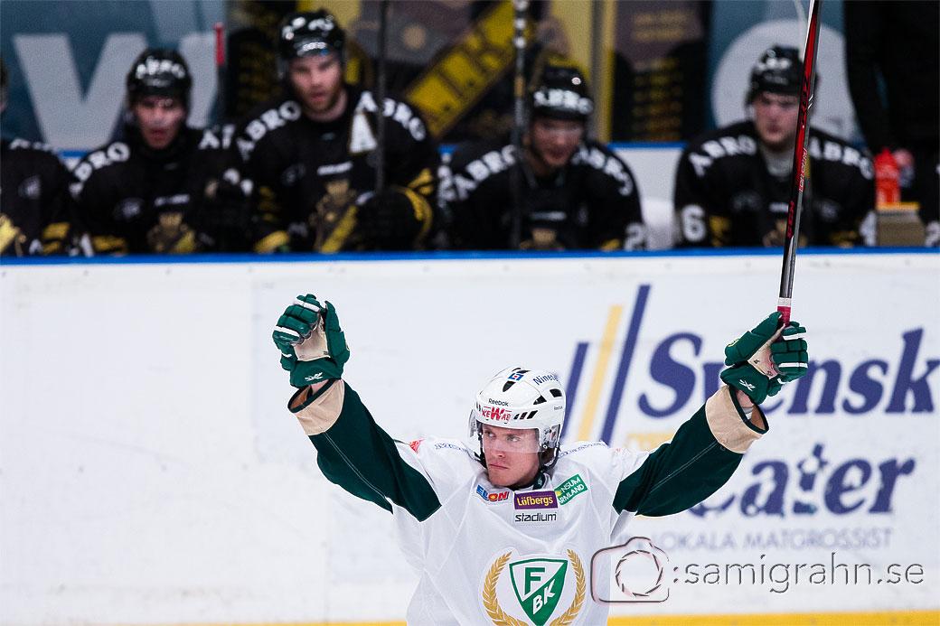 Färjestad 32 Magnus Nygren jublar efter sitt mål