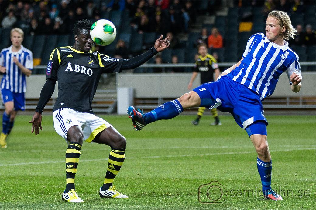 AIK 22 Kwame Amponsah Karikari och HJK 5 Tapio Heikkilä