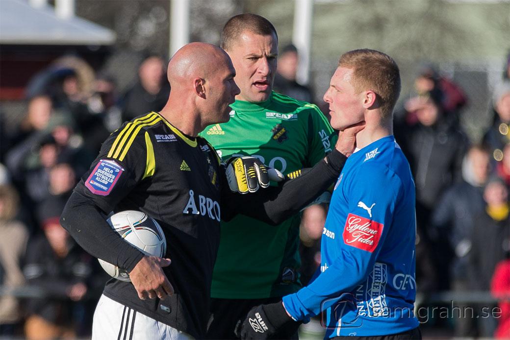 AIK 45 Daniel Majstorovic tar struptag på Halmstad 9 Gudjon Baldvinsson