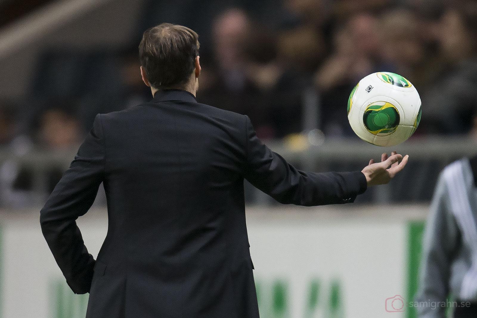 Ryggtavlan tillhör AIK:s tränare Andreas Alm