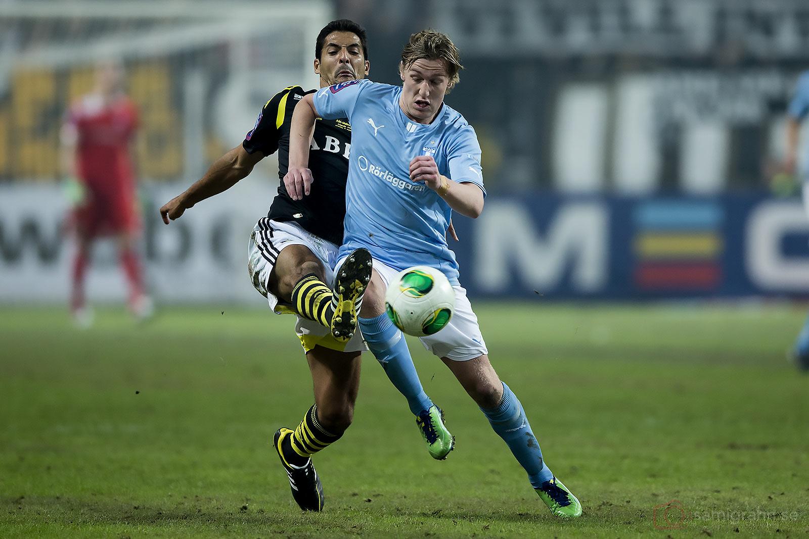 AIK Celso Borges och Malmö Emil Forsberg i kamp om bollen