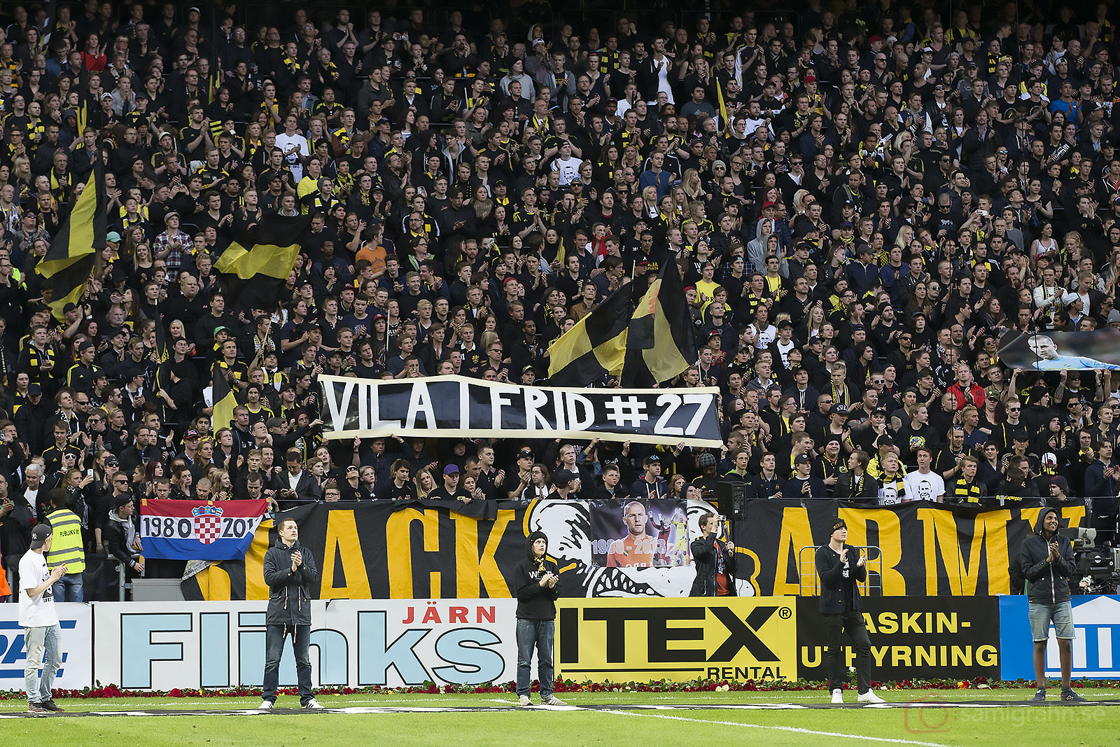 AIK-klacken på Norra Stå önskar att Ivan Turina får vila i frid