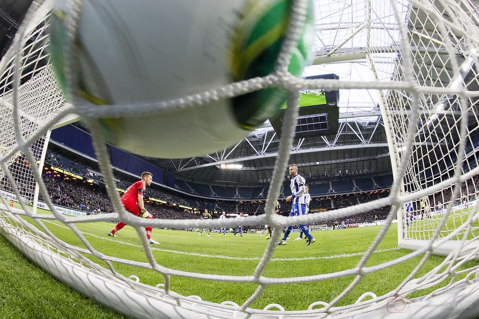 Mål av AIK Kennedy Igboananike bakom IFK Göteborgs målvakt John Alvbåge