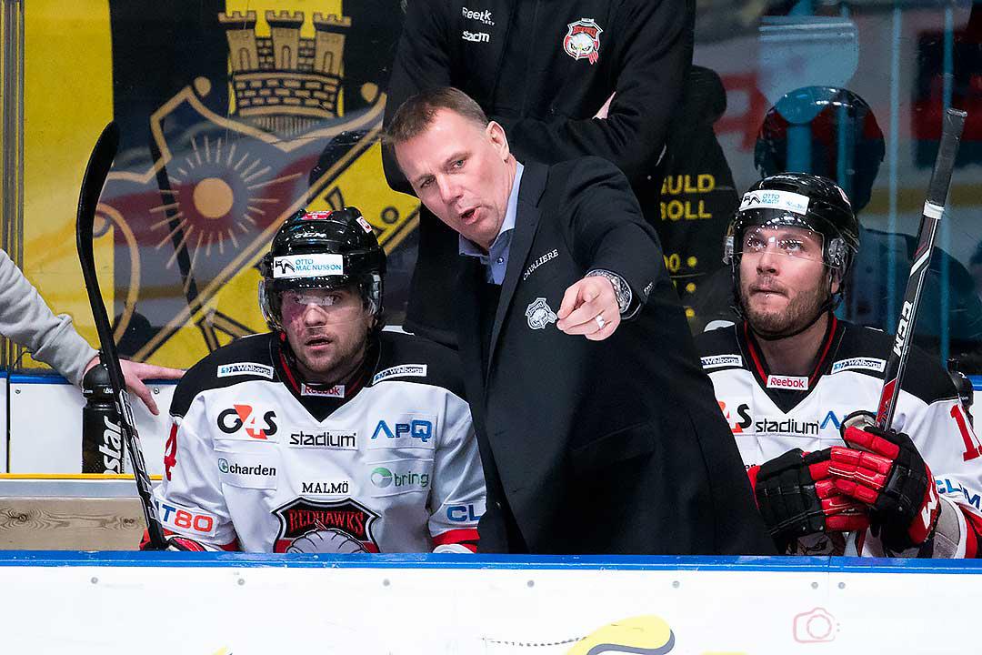 Malmö tränare Mats Lusth ger order till Brian Ihnacak