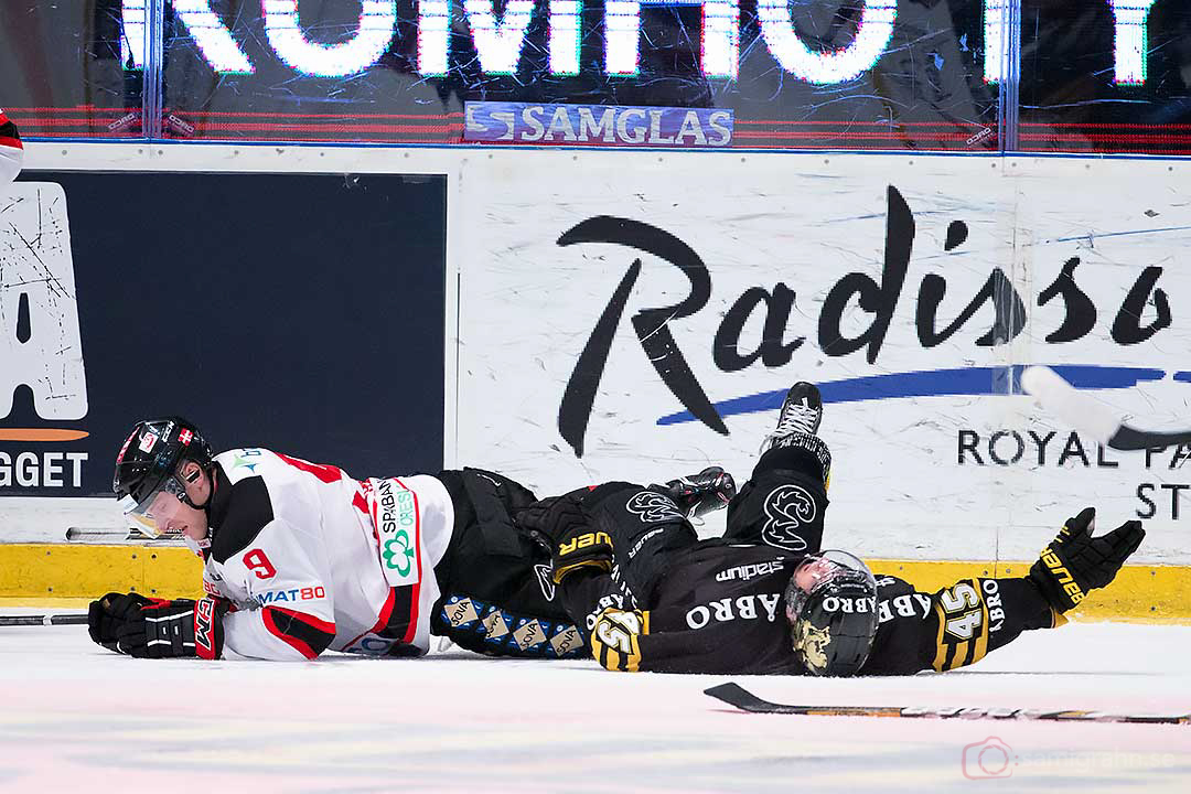 AIK Oscar Steen skadas i närkontakt med Malmö Frederik Storm