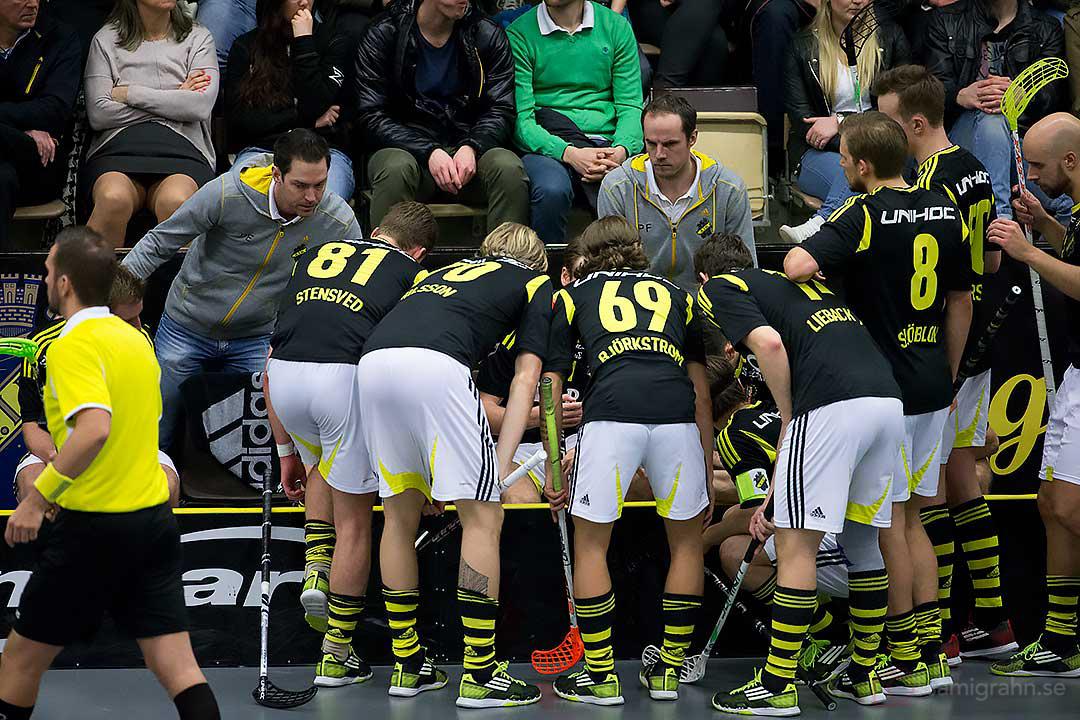 Time-out AIK tränare Patrik Edgren och Peter Fischerström samt Fredrik Stensved, Kim Nilsson, Kevin Björkström, Kevin Lieback Asp, Ron Sjöblom