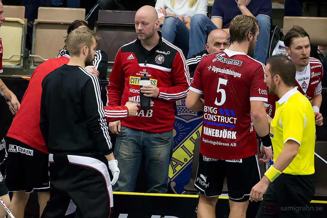 Time-out Storvreta tränare Magnus Jäderlund och Joel Kanebjörk