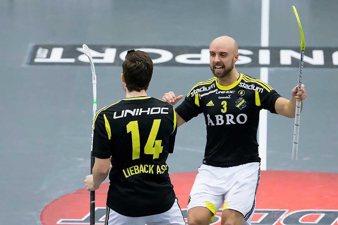 Mål av AIK Kevin Lieback Asp som gratuleras av Alexander Egebrant