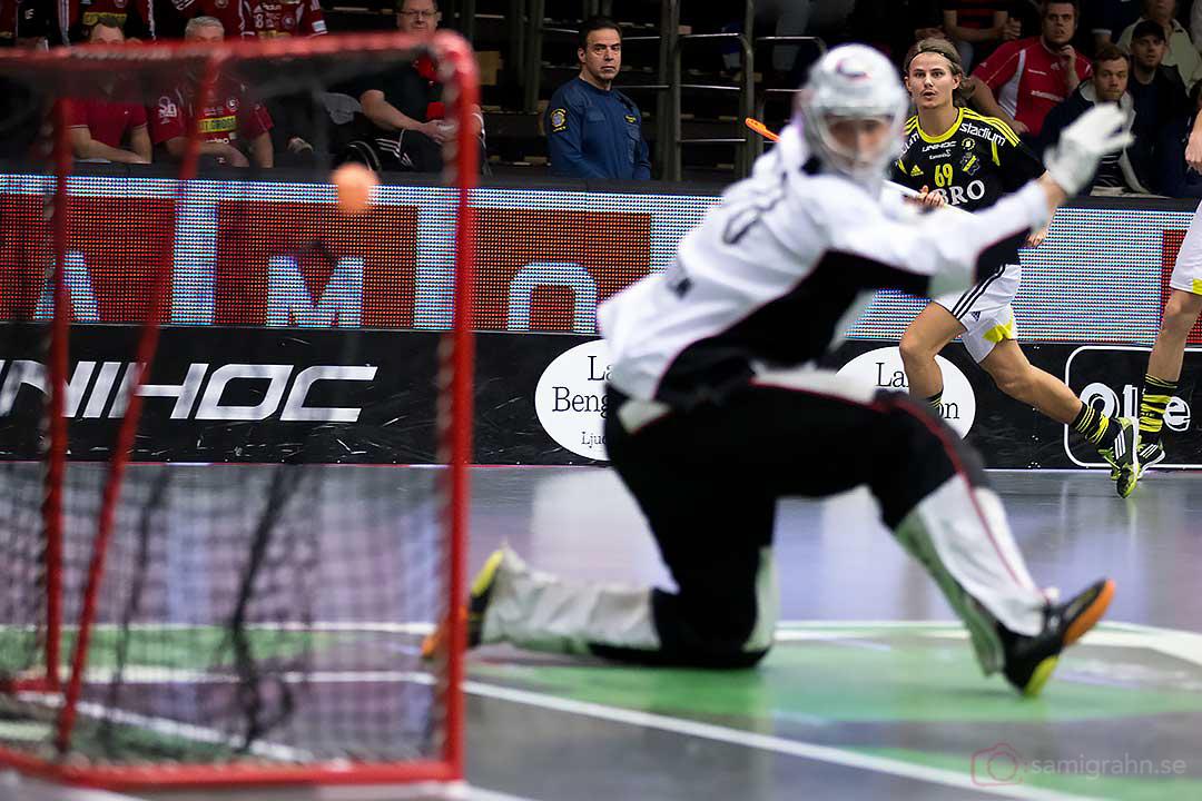 Mål av AIK Kevin Björkström bakom Storvreta målvakt Viktor Klintsten