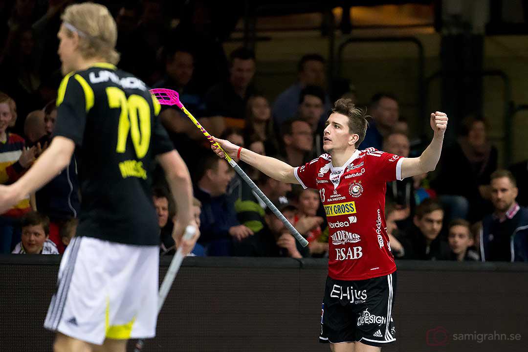 Målskytt Storvreta Mattias Samuelsson och AIK Kim Nilsson